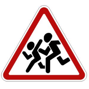 """Дорожный знак """"Осторожно дети"""". Фото: Правила дорожного движения."""